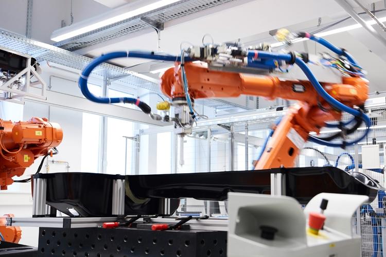 BMW откроет передовой центр развития технологий аккумуляторных батарей
