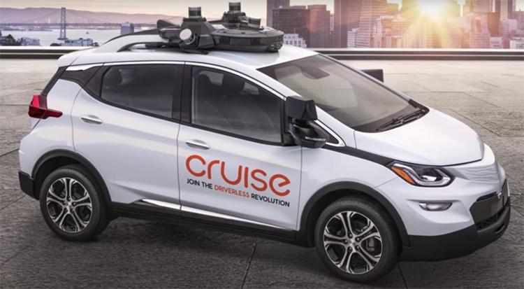 GM планирует выпустить автомобиль без руля и педалей в 2019 году