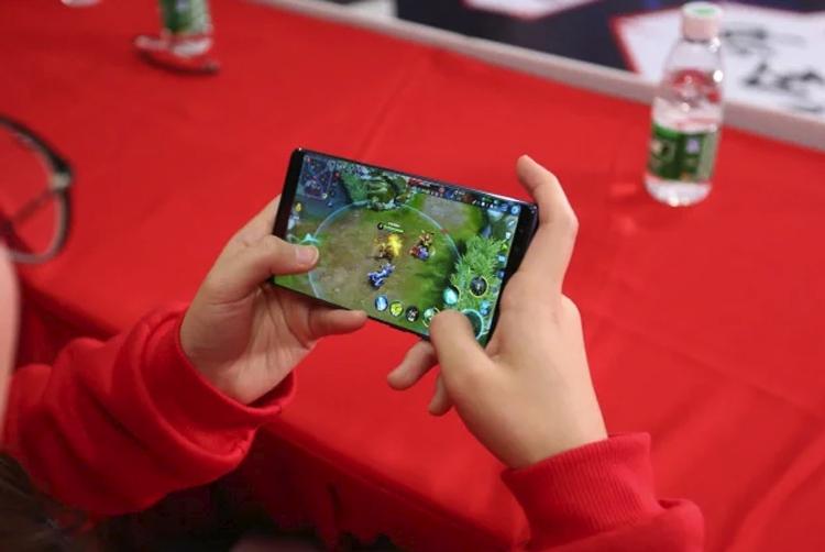 zte выпустит брендом nubia игровой смартфон