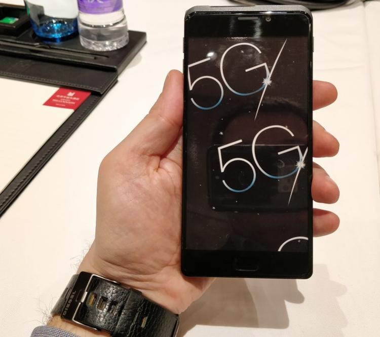 показан прототип 5g-смартфона платформе qualcomm