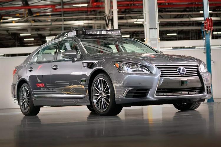 Toyota остановила дорожные испытания беспилотных автомобилей