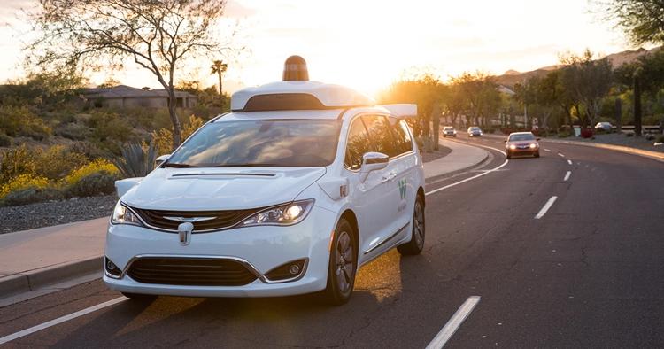 Waymo начнёт испытывать в Калифорнии робомобили без страхующего водителя
