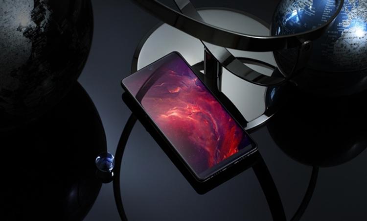 Smartisan R1: первый в мире смартфон с 1 Тбайт памяти