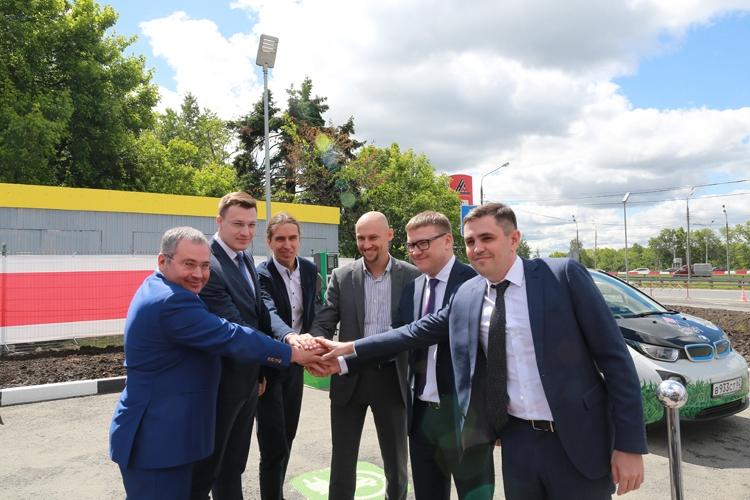 Открыта первая в Москве российская станция быстрой подзарядки электрокаров
