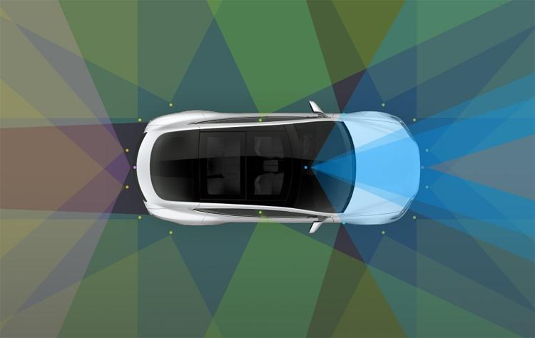 Tesla начнёт внедрение полноценного автопилота в августе