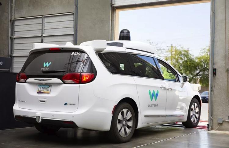 Робомобили Waymo проехали 10 миллионов миль