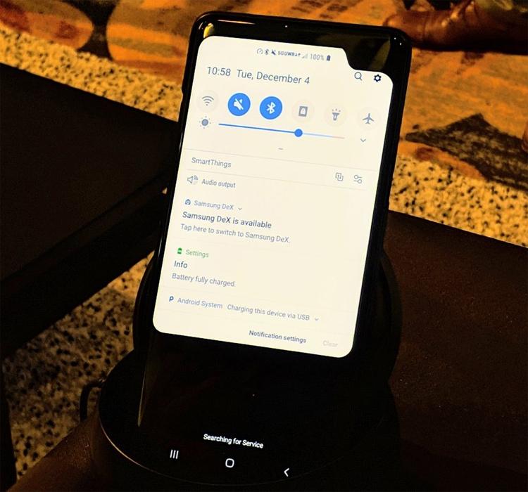 У Samsung готов прототип 5G-смартфона со странным вырезом в экране
