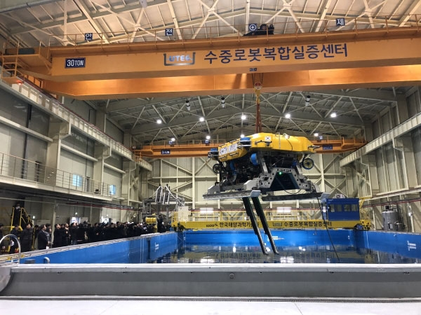 корейцы разработали подводных роботов-строителей глубин 2500 метров