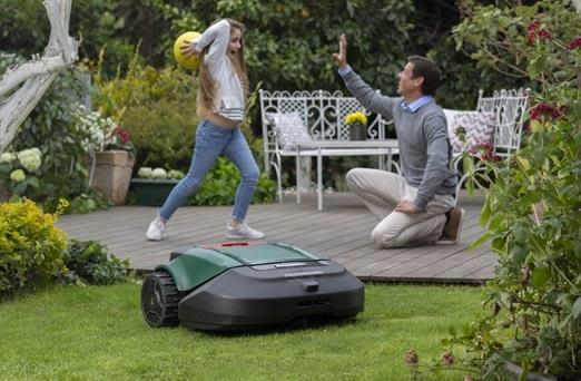 RobomowRS635 Pro SV: робот-газонокосилка стехнологией визуального распознавания