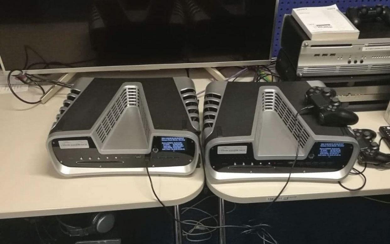 Фото дня: комплекты разработчиков PlayStation 5