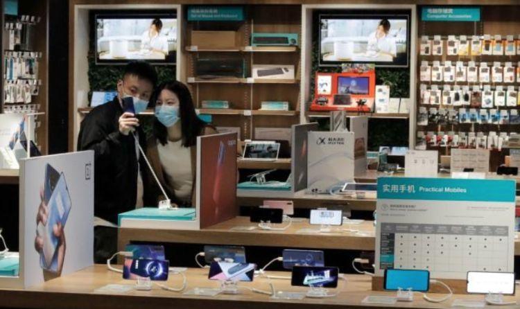 феврале глобальный рынок смартфонов сократился