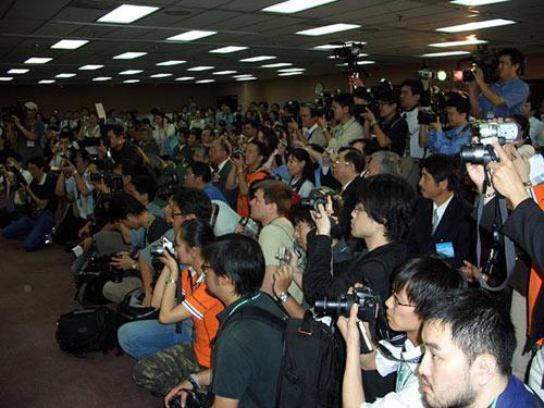 журналисты на Computex 2006