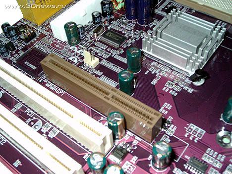 Перед AGP слотом отлично видно пустующее место под сетевой контроллер RTL8100B.  Эта микросхема устанавливается на...