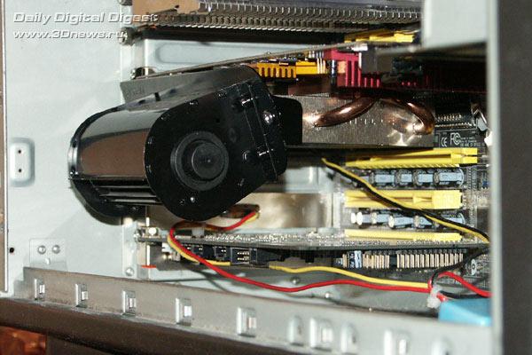 Видеокарта установлена в корпус со смонтированным кулером ид спереди