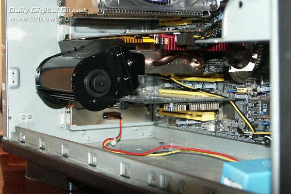 Видеокарта установлена в корпус со смонтированным кулером ид спереди 2